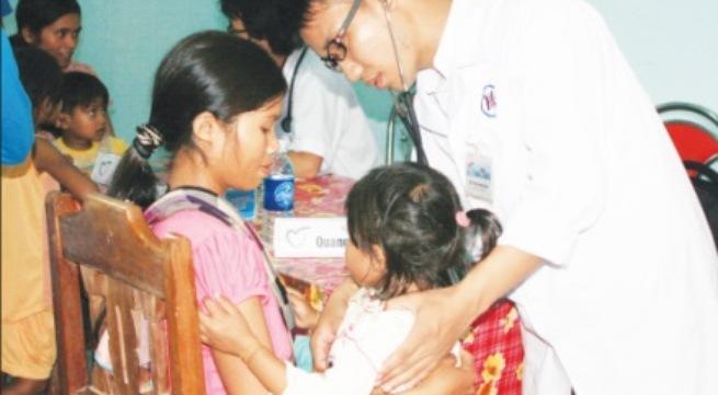 Giới thầy thuốc Việt Nam nguyện phấn đấu cho sự nghiệp chăm sóc sức khỏe nhân dân